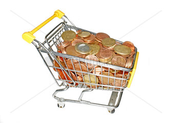 Einkaufswagen voller Geldmuenzen