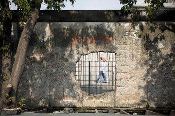 Berlin  Loch in der Berliner Mauer