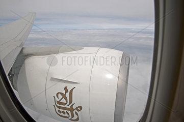 Flugzeug-Triebwerk  Blick aus Flugzeugfenster