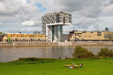 Kranhaus Nord von den Poller Wiesen  Deutzer Rheinufer  Rheinauhafen  Koeln  Nordrhein-Westfalen  Deutschland  Europa