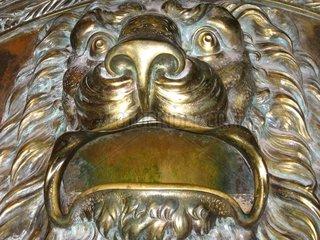 Loewe bronze gold lion Valencia