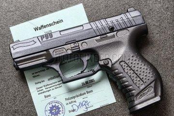Waffe und Waffenschein  nationales Waffenregister