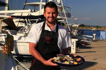 Kroatien  Kornaten  Insel Zut  Anleger Fischrestaurant Festa
