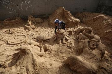 MIDEAST-GAZA-SAND SCULPTURES-WOMAN