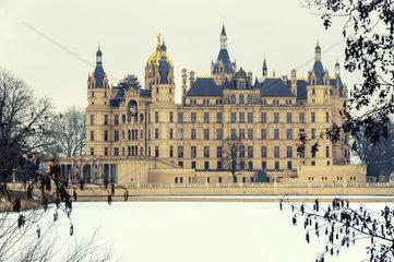 das Schweriner Schloss zu Ostern 2013