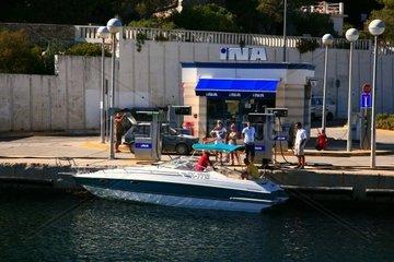 Koratien  Mittel-Dalmatien  Insel Solta  Rogac Tankstelle