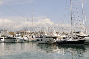Marina mit Yachten in Palma auf Mallorca  Spanien  Europa