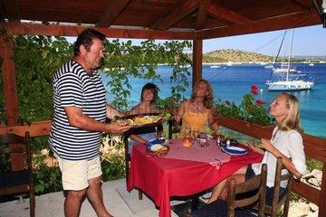 Kroatien  Kornaten  Insel Zut  Bucht Hiljaca  Pristanisce  Anleger Restaurant Bianco