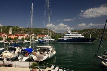 Kroatien  Nord-Dalmatien  Stadthafen Skradin