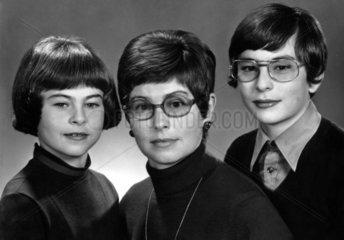 Mutter mit zwei Kindern 1970s