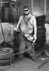 Arbeiter als Rambo