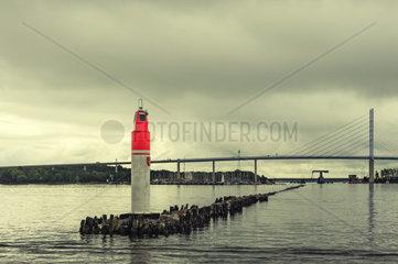 Hafeneinfahrt Stralsund mit Backbordlicht und Ruegendammbruecke