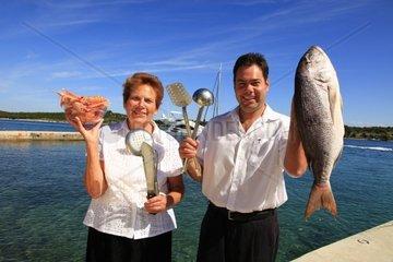 Kroatien  Kvarner  Insel Ilovik  Restaurant Amico  Elza Stojsic und Zeljko
