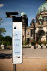 Berlin  Deutschland  Timescope vor dem Berliner Dom