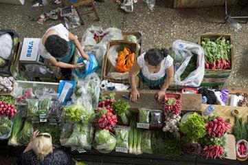 Gemuesestand auf dem Markt  Zelyoni Bazaar  Almaty  Kasachstan