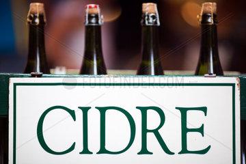 Vannes  Frankreich  Cidre franzoesischer Apfelwein zum Verkauf