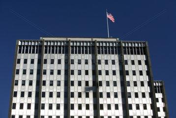 Philadelphia  Nationalflagge der USA auf einem Gebaeude