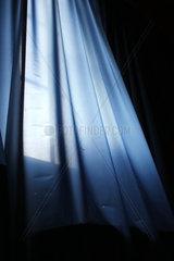 Blauer Vorhang