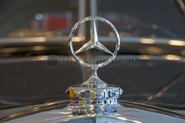 Mercedes-Stern  Mercedes Benz 320 Stromlinien-Limousine  Baujahr 1939  Mercedes Benz Museum  Stuttgart  Baden-Wuerttemberg  Deutschland  Europa
