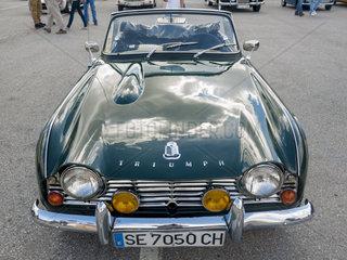 Triumph TR4  gebaut zwischen 1961 und 1965 von Standard Triumph Motor Company  beim Treffen historischer Fahrzeuge am 12. 10 2013 in Jerez de la Frontera in Andalusien  Spanien
