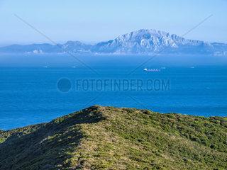 Blick von Spanien ueber die Strasse von Gibraltar nach Marokko  Riff Gebirge. Die engste Stelle der Meerenge zwischen Europa und Afrika