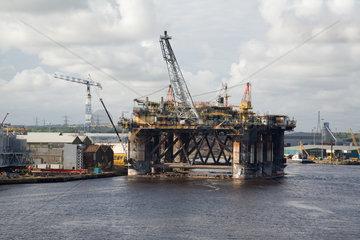 Newcastle upon Tyne  Grossbritannien  Wartung einer Oelbohrplattform im Hafen