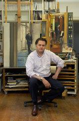 Berlin  Deutschland  der Maler Edward B. Gordon in seinem Atelier