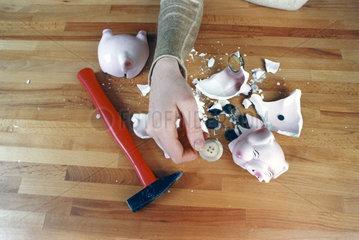 Sparschwein wurde geschlachtet - nur Kn__pfe