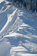Berggrat mit Schneewehen