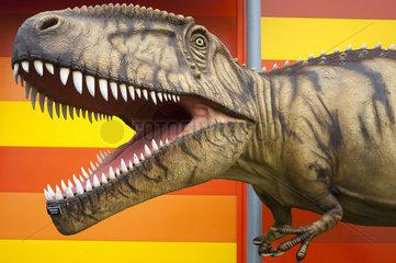 Nachbildung eines Tyrannosaurus vor dem Museum Galileo Wissenswelt in Burg