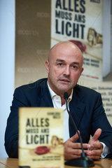 Berlin  Deutschland  Buchvorstellung Alles muss ans Licht von Gianluigi Nuzzi