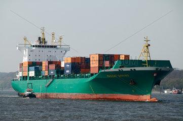 Hamburg  Deutschland  einlaufendes Containerschiff PASSAT SPRING