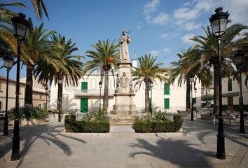 Petra  Mallorca  Spanien  Denkmal des Missionars Junipero Serra in Petra