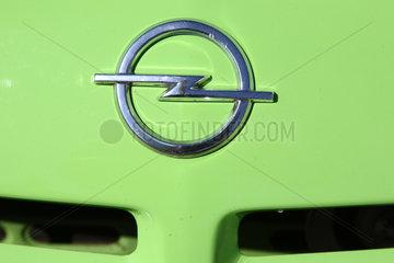 Paaren-Glien  Deutschland  altes Logo von Opel an einem Oldtimer
