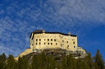 Schloss Tarasp  Gemeinde Scuol  Unterengadin  Graubuenden  Schweiz