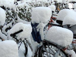 Fahrraeder Schnee 1