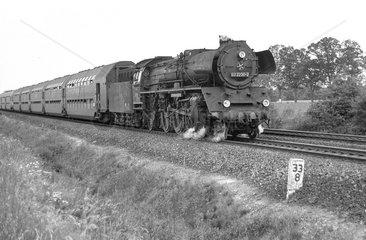 Schoenefeld  DDR  die 03 2236 auf freier Strecke
