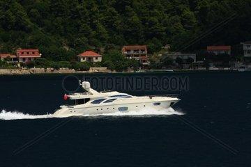 Kroatien  Sued-Dalmatien  Peljeski Kanal  Motoryacht