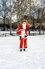 Weihnachtsmann traegt Weihnachtsmann