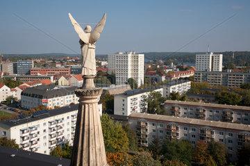 Potsdam  Deutschland  Engel der evangelischen St. Nikolaikirche und Wohnhaeuser