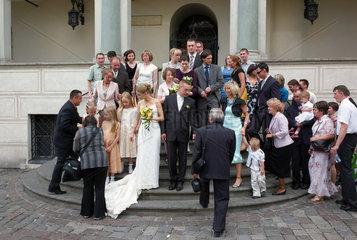 Posen  Polen  eine Hochzeitsgesellschaft am Alten Markt