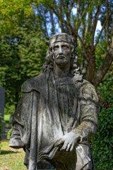 Maennliche Grabfigur im Ungarischen National Friedhof Kerepesi