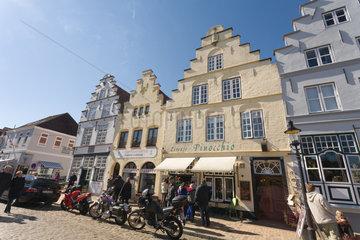 Friedrichstadt  Deutschland  historische Hausfassaden in der Strasse Am Markt