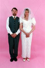 Nervoese Hochzeitspaar