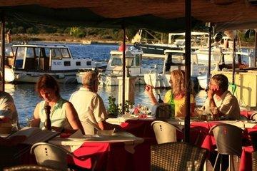 Kroatien  Kvarner  Insel Ilovik  Buffet Porto Ilovik