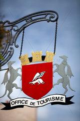 Vannes  Frankreich  das Wappen der Stadt Vannes an einer Touristeninformation