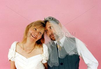 Hochzeitspaar Mann mit Schleier