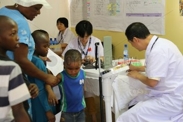 Xinhua Headlines: Chinese medical services boost healthcare in Africa