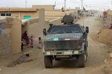Mazar-e Sharif  Afghanistan  ISAF-Schutztruppe unterwegs auf Patrouille