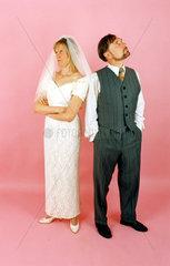 Hochzeitspaar beide veraergert